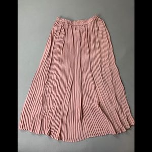 Uniqlo pleated maxi skirt